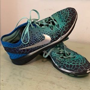 Shoes - Nike Free TR Fit 5